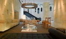 008311-01-lobby-sitting-area
